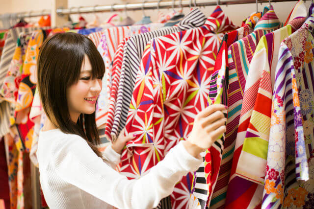 京乃都河原町店には多くの着物が揃っています